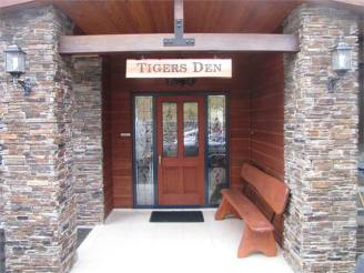 Tigers den Luxury Accommodations